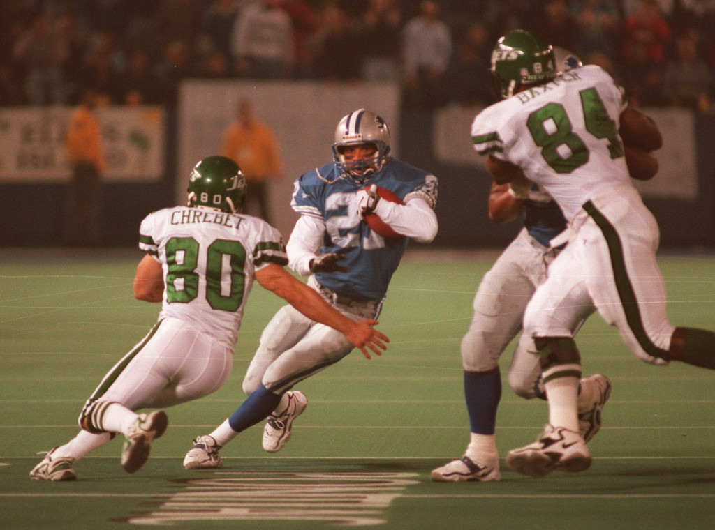 . Mark Carrier of the Detroit Lions intercepts Jets quarterback Neil O\' Donnell late late in the second half.