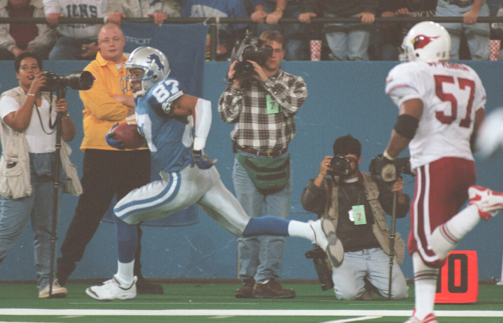 . Lions wide receiverJohnny Morton takes a pass from quarterback Frank Reich and goes 41 yards to the Cardinals 1 yard line. Cardinal Ronald McKinnon gives chase on the 4th quarter play.  The Arizonia Cardinals beat the Detroit Lions 17-15 in the Pontiac Silverdome.