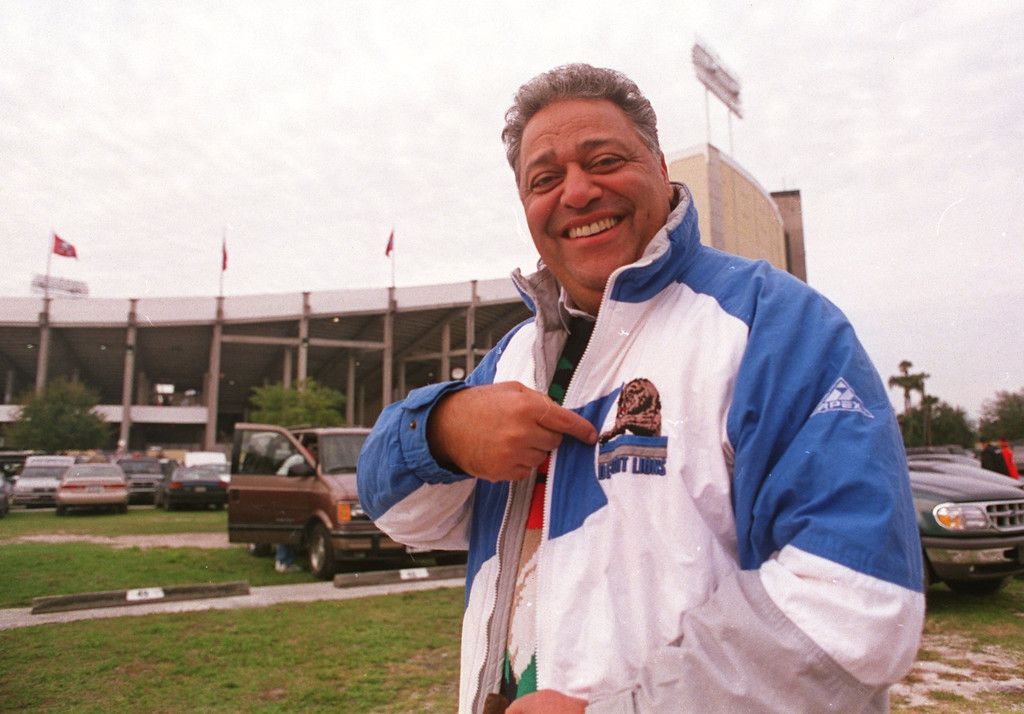 . Former Detroit Lions head coach, Wayne Fontes made an appearence at the Lions and Tampa Bay Buccaneers Houlihan Stadium for the Lions playoff game. Lions lost under head coach Bobby Ross .