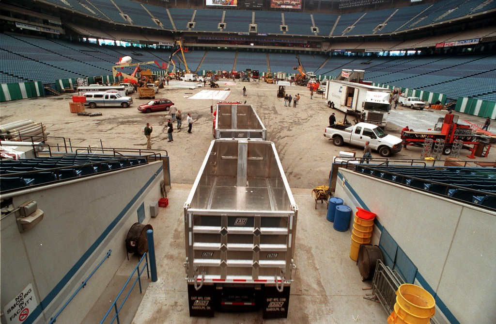 Description of . Construction Association of Michigan trade expo setting up at the Pontiac Silverdome. A semi-truck makes its way into the Silverdome, Monday, part of the preparation for the Trade Show later in the week.