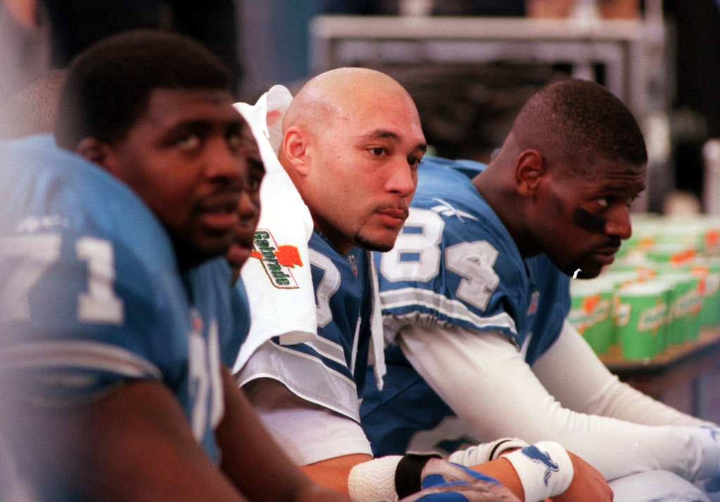 . Detroit Lions QB Charlie Batch (center) on the bench temporarily after injurying his neck in the second quarter of the Lions 19-16 overtime victory at the Pontiac Silverdome Thursday.