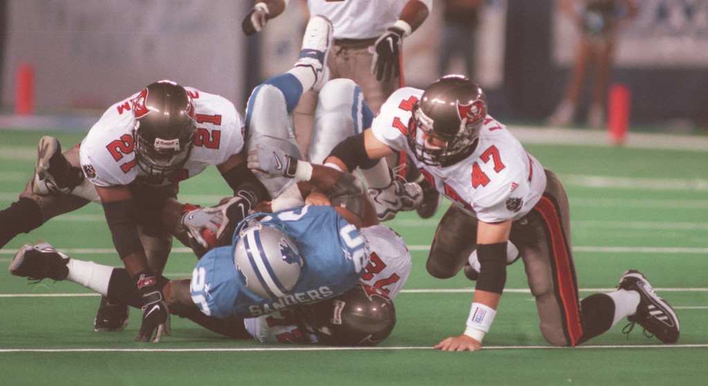 . Barry Sanders (20) of the Detroit Lions runs into a wall of Tampa players Donnie Abraham (21) and John Lynch (47) in the first quarter during the Lions Monday night game against the Tampa Buccaneers at the Pontiac Silverdome.