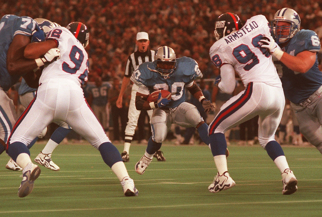 . Barry Sanders eyes a hole to run through on his second quarter touchdown run against the New York Giants.