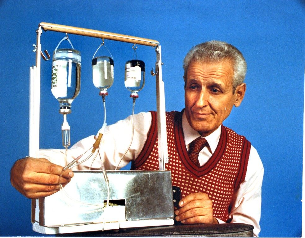 . FILE PHOTO: October 1989.  Dr. Jack Kevorkian brought his 1st suicide machine to The Oakland Press for an interview