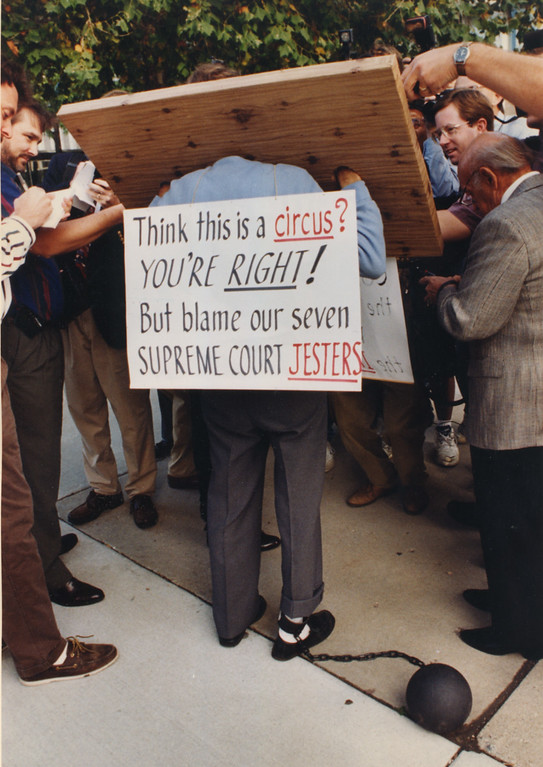 . 9/14/1995- Dr. Kevorkian\'s back at Oakland County courthouse