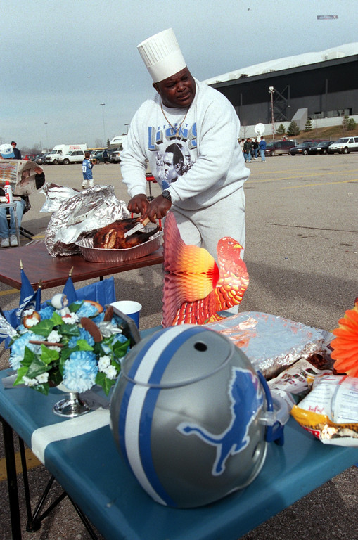 ". ""Chef\"" J. T. Sanders, carves up the traditional turkey in parking lot before the game. Detroit beat Chicago, 21-17, on Thanksgiving Day at the Pontiac Silverdome, Thursday, November 25, 1999."
