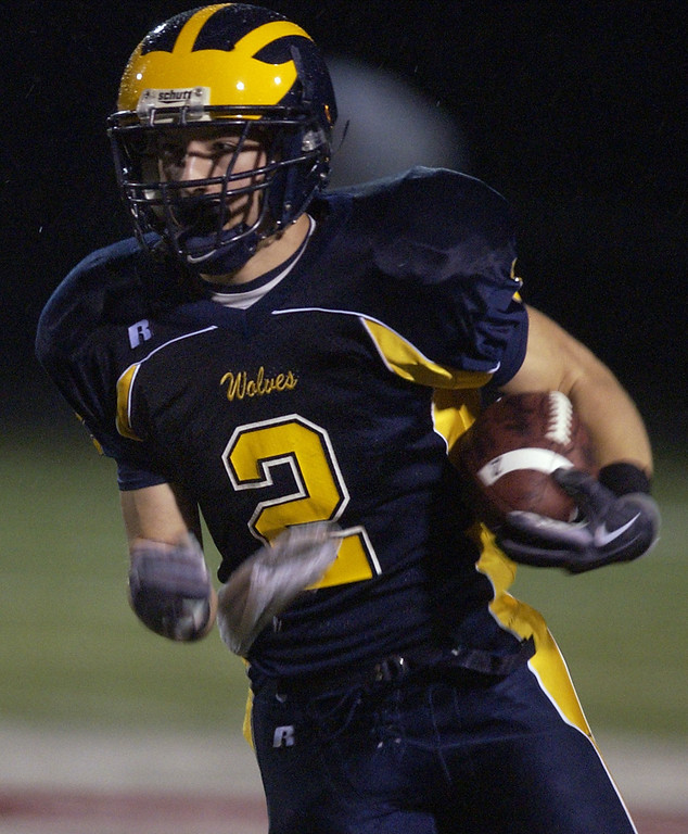 . Clarkston High School football player Dakota Bender runs for yardage against Lake Orion High School during first quarter action.  Photo taken on Friday, October 30, 2009, in Clarkston, Mich.  (The Oakland Press/Jose Juarez)