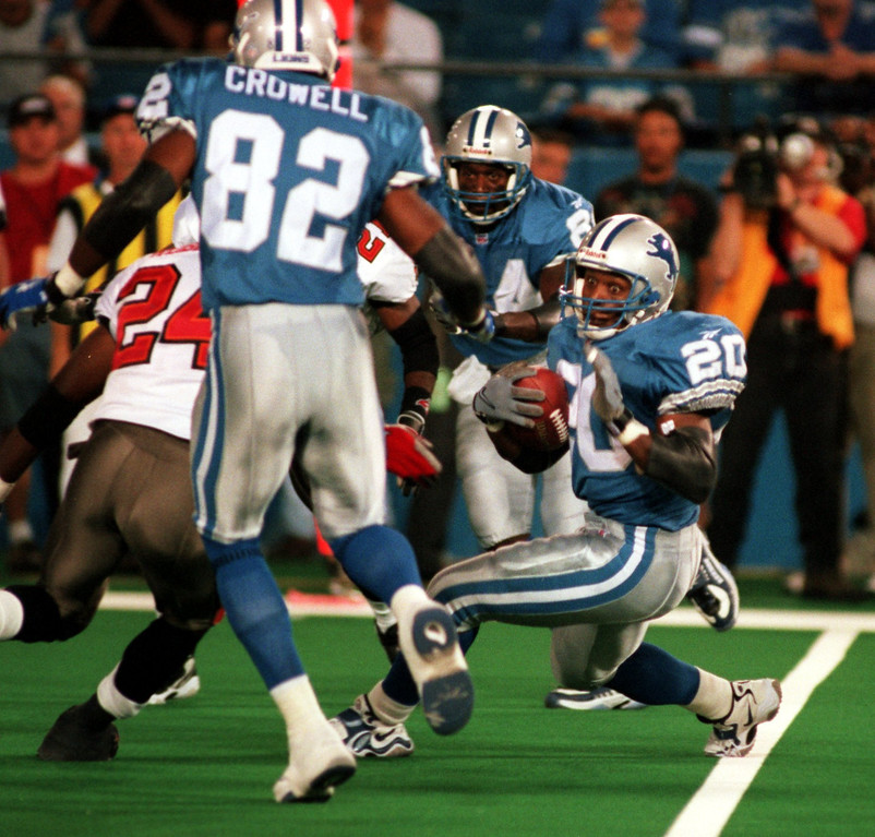 . Barry Sanders changes directions to avoid a defender in the Tampa Bay, Monday Night Football game.