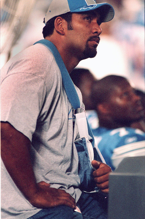 . Following surgery to remove bone chips in his elbow, Detroit Lions Defensive Tackle Luther Elliss sits on the sidelines with his arm in a sling watching his team\'s loss to the Cincinnati Bengals at the Pontiac Silverdome Friday night during an exhibition game.