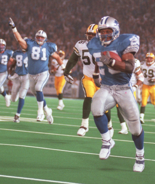 . Detroit Lions Barry Sanders (20) run for a 73 yard touchdown in the 4th quater during their Thursday night game against the Green Bay Packers in the Pontiac Silverdome.