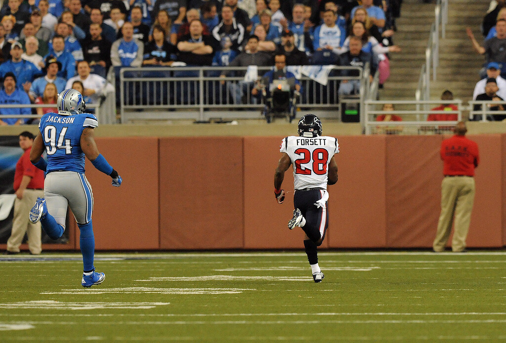 . Houston Texans running back Justin Forsett, right, rushes for a controversial 81 yard touchdown against the Detroit Lions during fourth quarter action.  The Texans beat the Lions,  34-31.  Photo taken on Thursday, November 22, 2012, at Ford Field in Detroit, Mich.  (Special to The Oakland Press/Jose Juarez)