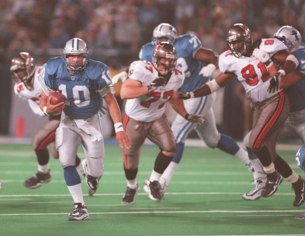 . Detroit Lions quarterback Charlie Batch (20) runs for a first down early in the first quarter during the Lions Monday night game against the Tampa Buccaneers at the Pontiac Silverdome.