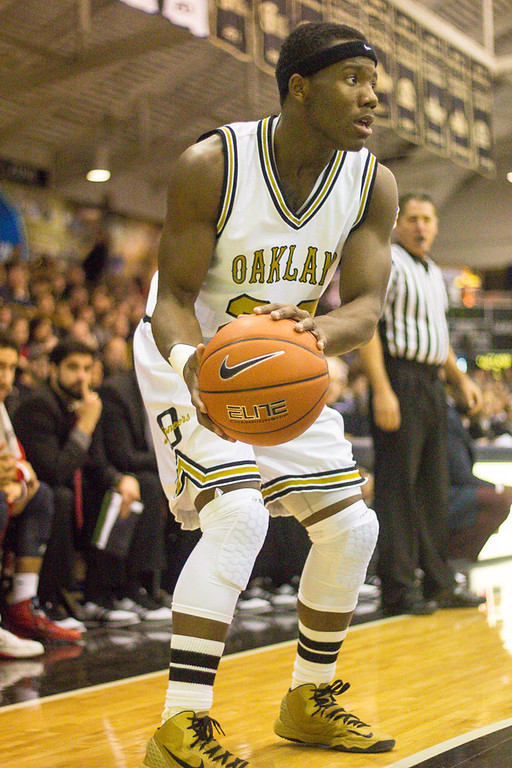 . Felder searches for an open teammate. Photos by Dylan Dulberg/The Oakland Press