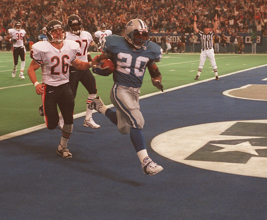 . Barry Sanders scores one of his three touchdowns against Chicago to cut the Bears lead to 20-17 in the second quarter. The Lions went on to win 55-20.