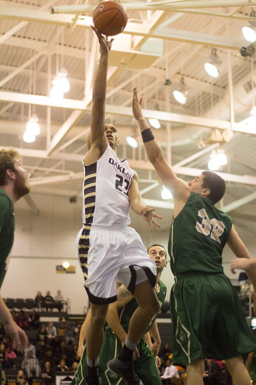 . Oakland\'s Tommie McCune goes for the layup in the second half Tuesday, Oct. 29, 2013 at the Athletics Center O\'rena. Photo by Dylan Dulberg