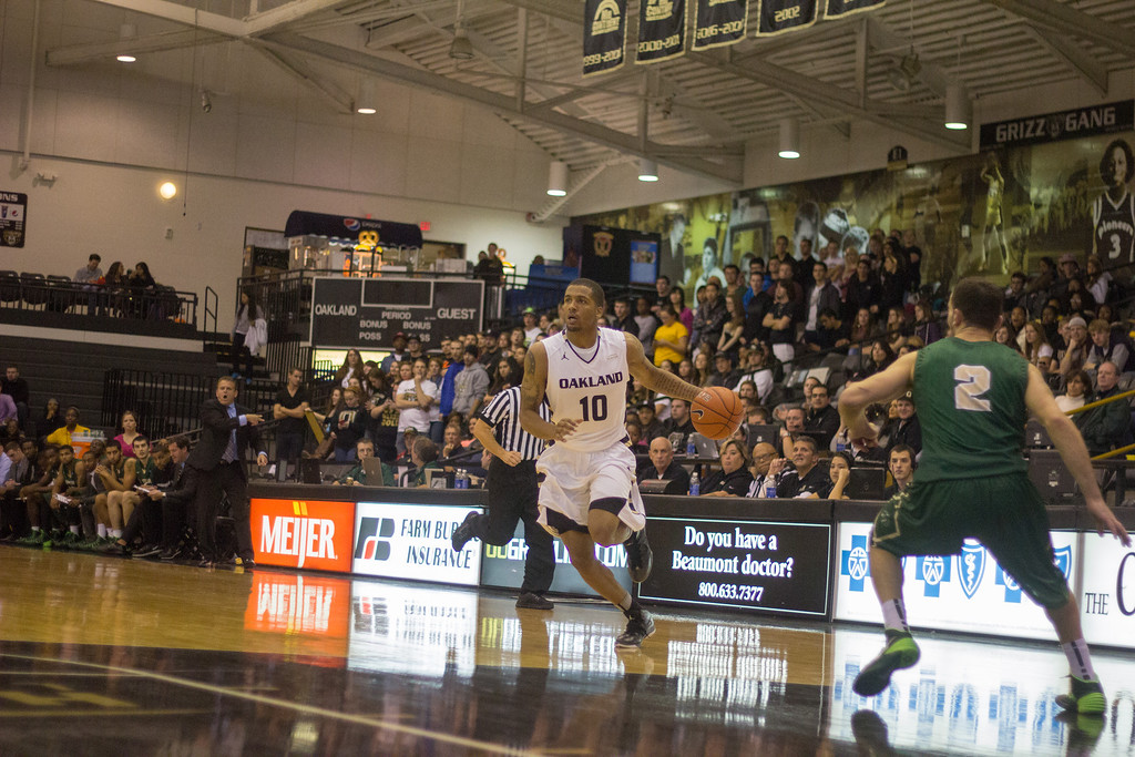 . Oakland guard Duke Mondy drives to the basket to make a layup in the second half Tuesday, Oct. 29, 2013 at the Athletics Center O\'rena. Photo by Dylan Dulberg