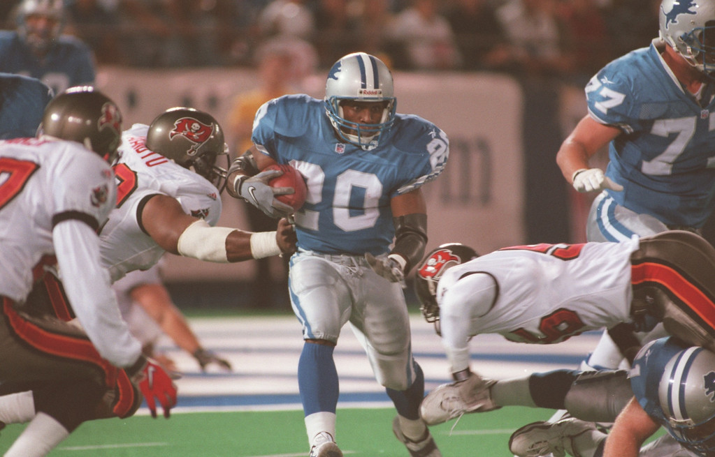 . Barry Sanders (20) of the Detroit Lions runs for a first down early in the first quarter during the Lions Monday night game against the Tampa Buccaneers at the Pontiac Silverdome.
