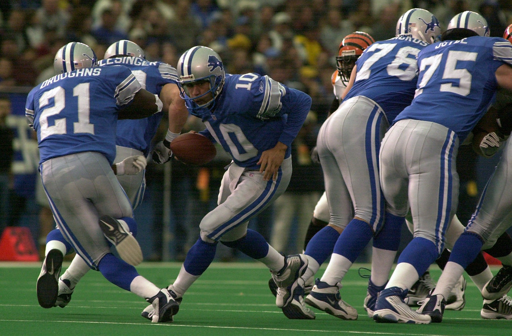 . Detroit Lions quarterback Charlie Batch (10) fakes a hand off to teammate Reuben Droughns (21) in the first half of play against the Cincinnati Bengals during Sunday\'s game played at the Pontiac Silverdome. The Lions lost 31-27 to the Bengals.