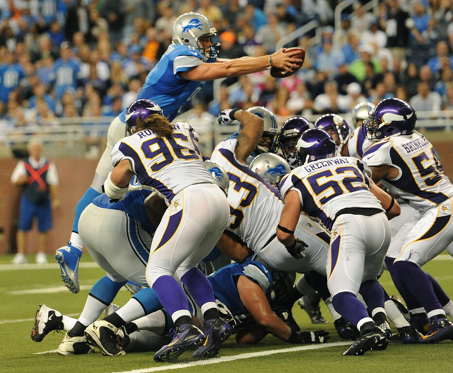 . Detroit Lions quarterback Matthew Stafford reaches into the endzone for a touchdown during fourth quarter action.  The Vikings beat the Lions 20-13.  Photo taken on Sunday, September 30, 2012, at Ford Field in Detroit, Mich.  (Special to The Oakland Press/Jose Juarez)