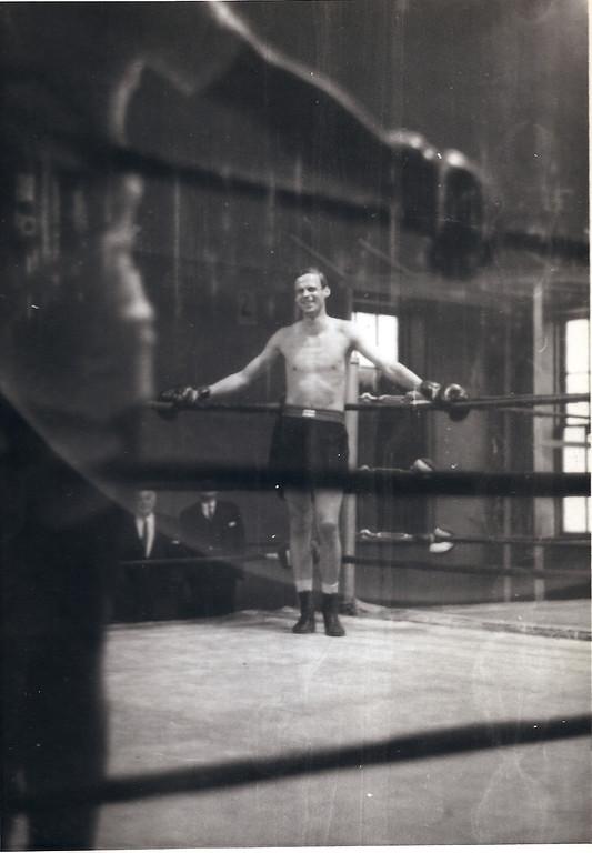 . Plimpton prepares to box light-heavyweight champion Archie Moore (Photo: Laemmle Zeller Films)