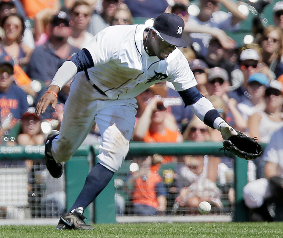 . Detroit Tigers left fielder Rajai Davis drops a fly ball hit down the left field line by Seattle Mariners\' Kendrys Morales during the sixth inning of a baseball game Sunday, Aug. 17, 2014, in Detroit. Davis was given an error on the play and Seattle Mariners\' Austin Jackson scored from third base. (AP Photo/Duane Burleson)