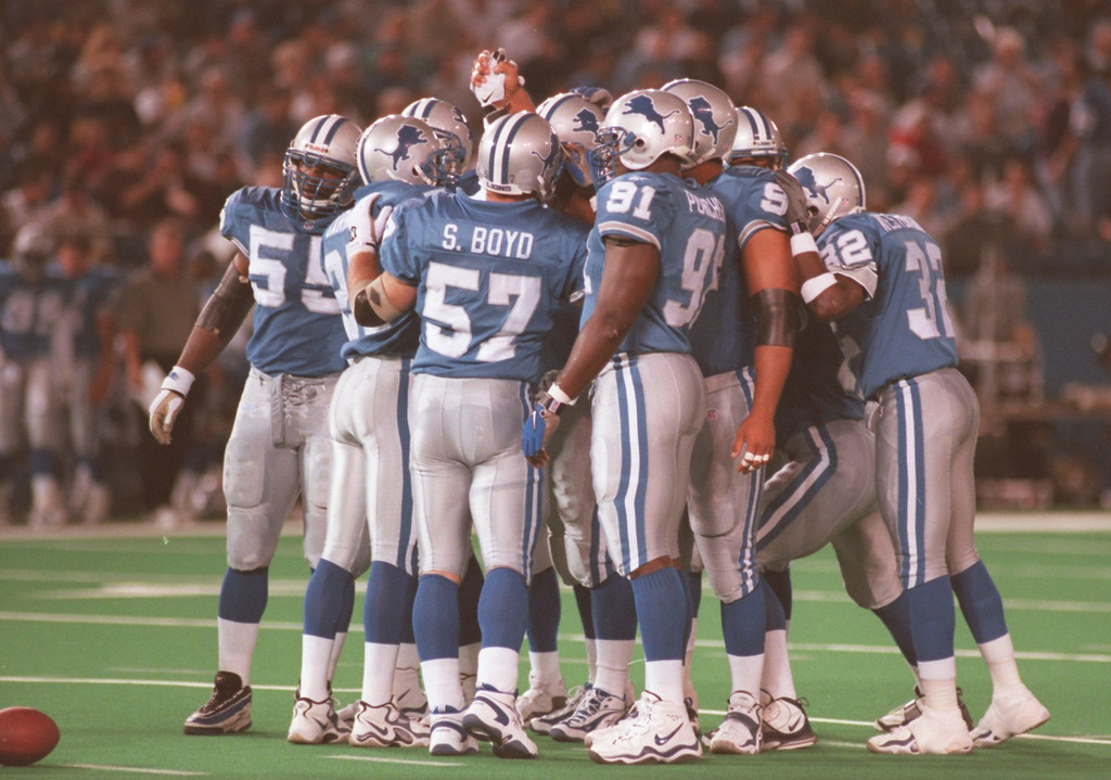 . Detroit Lions defence gathers before the start of the Monday nights game against the Tampa Buccaneers at the Pontiac Silverdome.