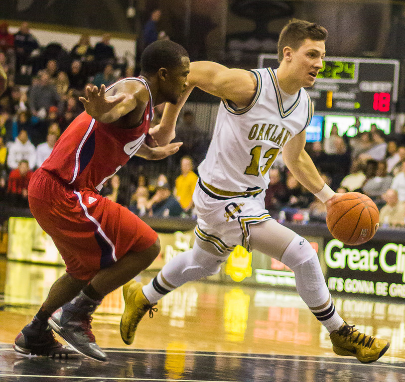 . Baenzinger breezes past his UIC opponent. Photos by Dylan Dulberg/The Oakland Press
