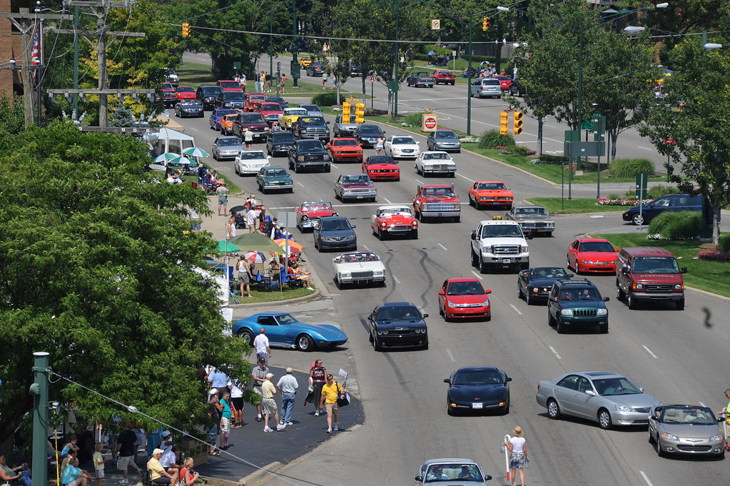 . Classic and not-so classic cars head southbound on Woodward, near Maple Road.  Photo taken during the Woodward Dream Cruise on Saturday, August 15, 2009, in Birmingham, Mich.  (The Oakland Press/Jose Juarez)