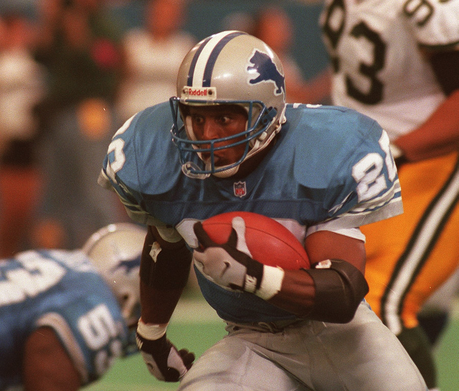 . Barry Sanders off to the races against GreenBay.
