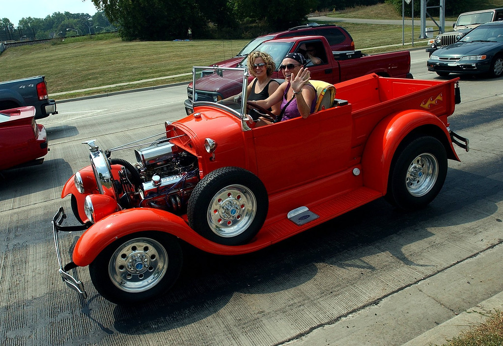 . Cruisers along Woodward Avenue in Pontiac. (Oakland Press Photo/Vaughn Gurganian)