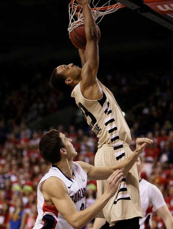 . Oakland\'s Tommy McCune (23) dunks against Gonzaga�s Kyle Dranginis (3) during the first half of an NCAA basketball game, in Spokane, Wash., on Sunday, Nov. 17, 2013. (AP Photo/Young Kwak)