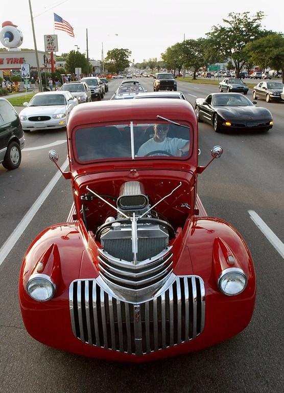 . Motorists head south on Woodward Avenue near 13 Mile Road, Thursday, August 19, 2004, in Royal Oak, Mich.
