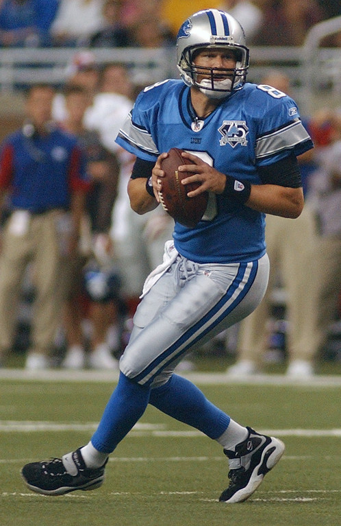 . Detroit Lions quarterback Jon Kitna drops back to pass against the New York Giants in the first quarter, Thursday, August 7, 2008, at Ford Field in Detroit, Mich.  The Lions beat the Giants, 13-10.  (The Oakland Press/Jose Juarez)