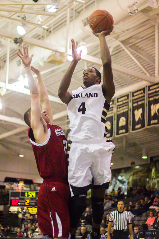 . #4 Jalen Hayes makes a jump shot late in the second half. Photo by Dylan Dulberg