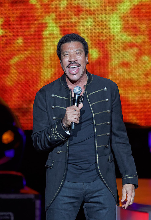 . Lionel Richie performs at DTE Energy Music Theatre in Independence Township on June 20, 2014. Photo by Ken Settle