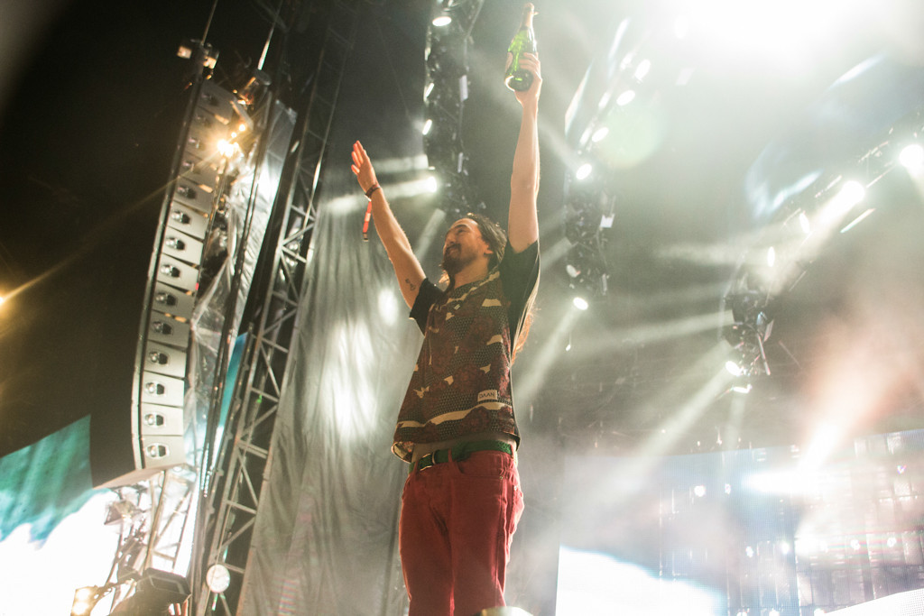 . Steve Aoki\'s antics of spraying the crowd with champagne and throwing sheet cakes at people never fail to entertain the crowd, and his set closing the Perry\'s stage at the end of day 1 was no exception.