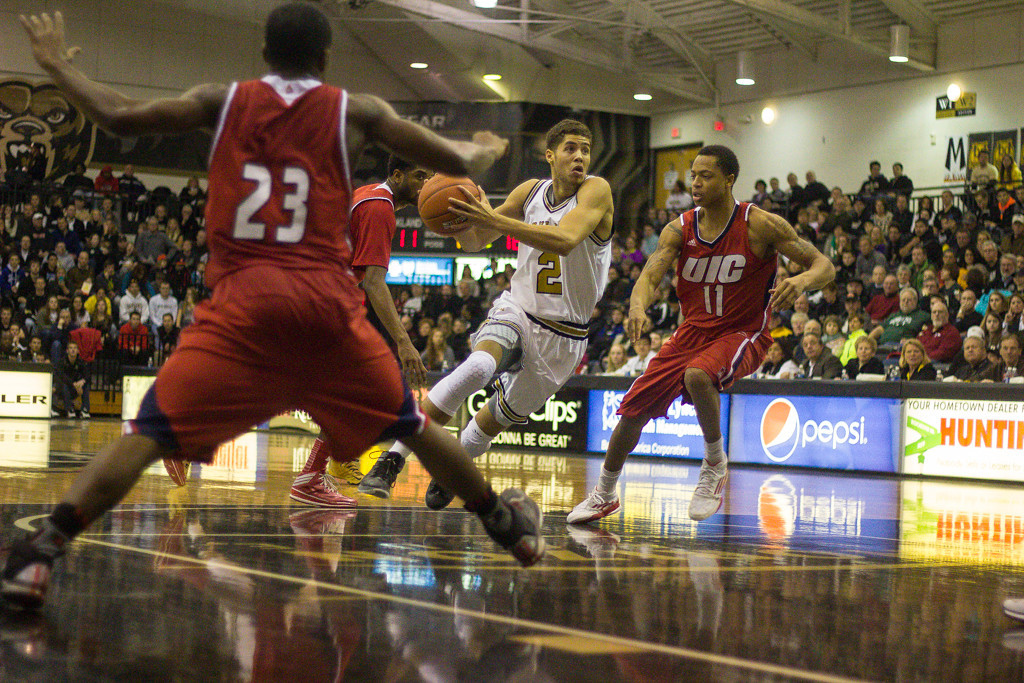 . Williams maneuvers around multiple UIC defenders. Photos by Dylan Dulberg/The Oakland Press