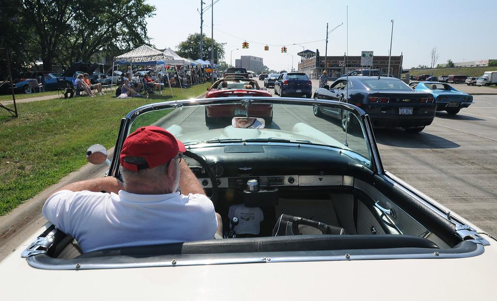 . Motorists head southbound on Woodward Avenue, near Huron Street, in downtown Pontiac, Mch.  Photo taken on Saturday, August 15, 2009.  (The Oakland Press/Jose Juarez)
