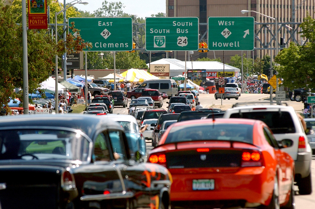 . Classic cars head southbound on Woodward Avenue after making the loop around downtown Pontiac during the annual Dream Cruise.  Photo taken on Saturday, August 16, 2008, in Pontiac, Mich.  (The Oakland Press/Jose Juarez)